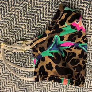 Lilly Pulitzer Accessories - Lilly Pulitzer ChillyLilly Adult Leopard Face Mask